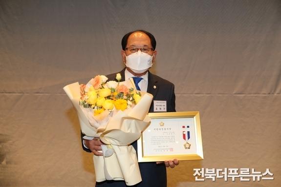 익산시의회 유재구 의장, '지방의정봉사상'수상
